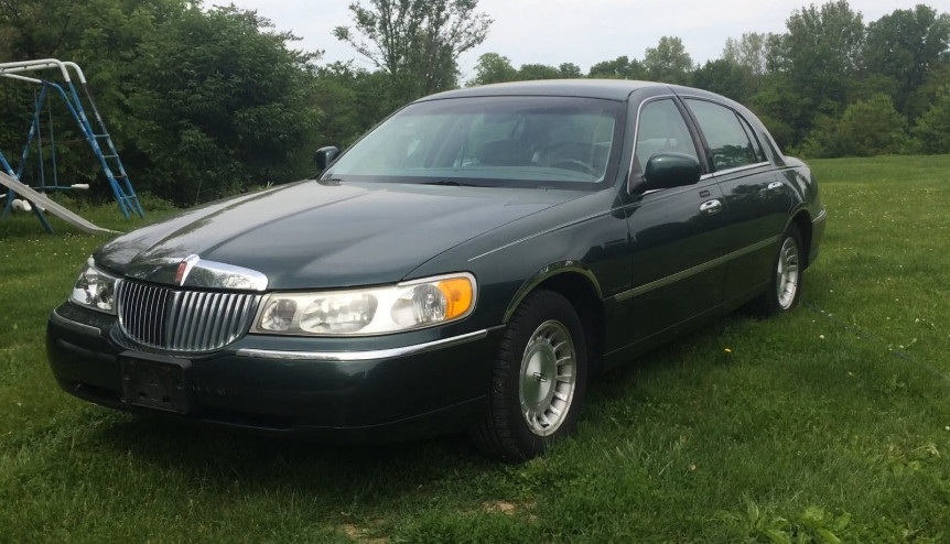 1999 Lincoln Town Car Owners Manual