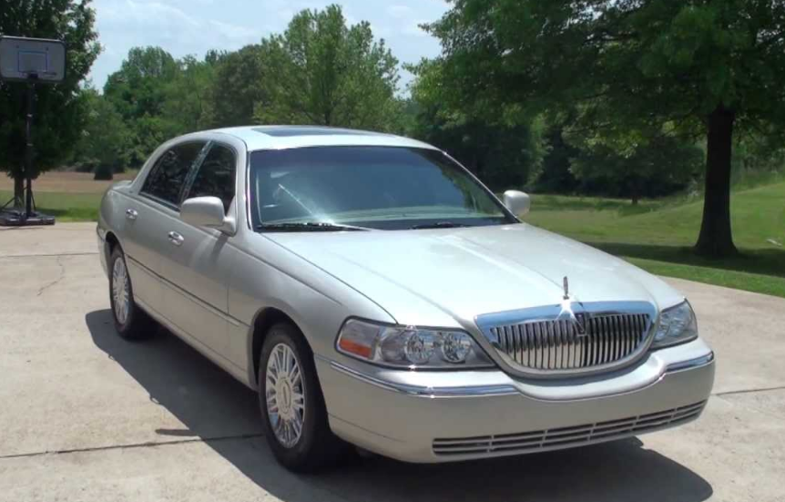 2006 Lincoln Town Car Owners Manual