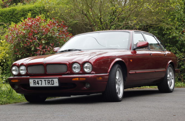 1998 Jaguar XJR Owners Manual
