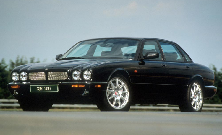 2002 Jaguar XJR Owners Manual