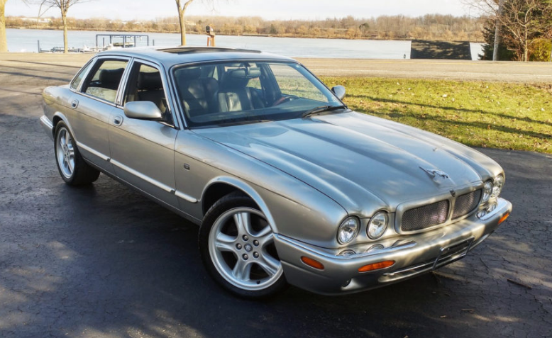 1999 Jaguar XJ8 Concept and Owners Manual