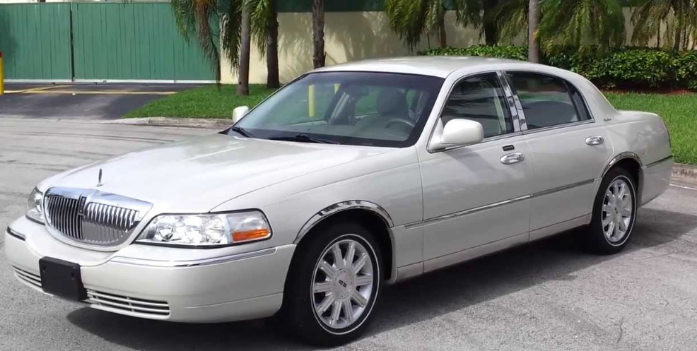2005 Lincoln Town Car Owners Manual