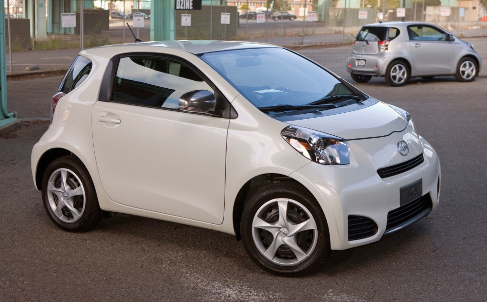 2013 Scion iQ Owners Manual